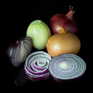 Onions: red, brown, whole, peeled, sliced, rings.
